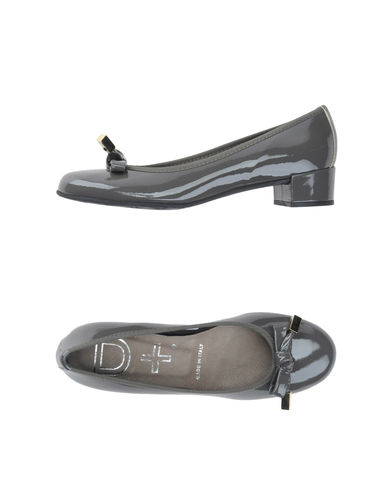 D+ - Closed-toe slip-ons