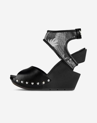 Y-3 Sandals & Clogs Sandals on shoescribe.com
