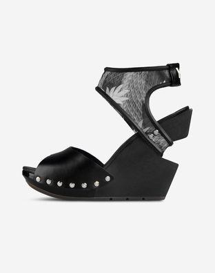 Y-3 Sandals & Clogs Sandals on shoescribe.com