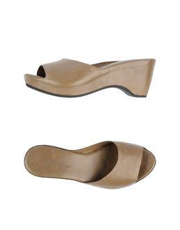 Sandalias con plataforma - ROBERTO DEL CARLO EUR 208.00