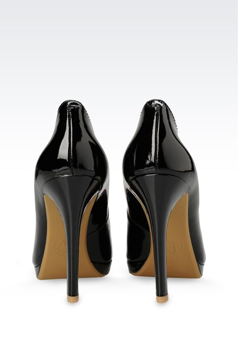 PATENT-LEATHER COURT WITH PENDANT AND BOW: Platform pumps Women by Armani - 3