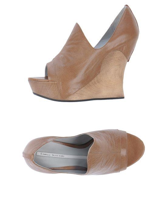 Обувь на танкетке CAMILLA SKOVGAARD по цене 10500 руб. Особенности: одноцветное изделие, открытый носок