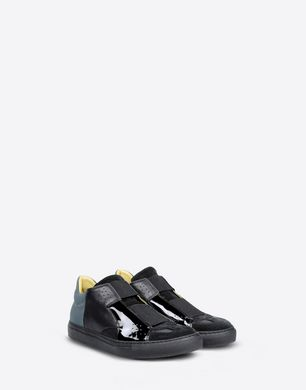 Low top sneakers with elastic closures