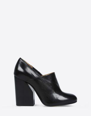 Calfskin pumps with slit heel