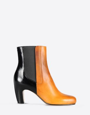 Two tone ankle boots with curved heel