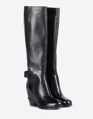 Tall boots with hidden wedge