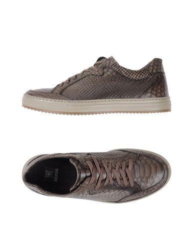 GERBA Низкие кеды и кроссовки