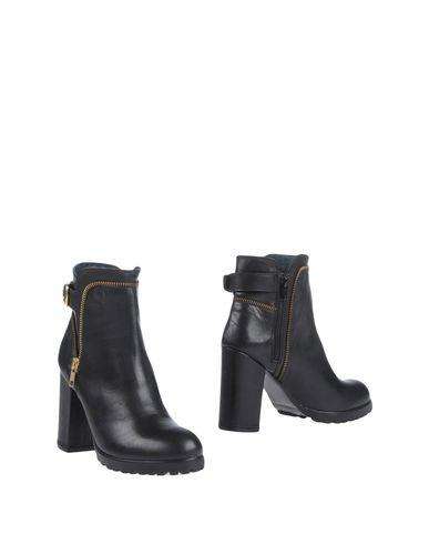 BLACKMAIL Полусапоги и высокие ботинки
