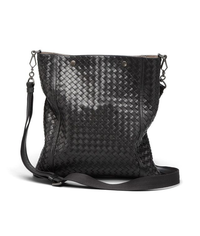 BOTTEGA VENETA MESSENGER BAG IN NERO INTRECCIATO VN Crossbody bag D fp