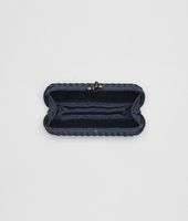 STRETCH KNOT CLUTCH AUS INTRECCIO FAILLE MOIRE IN PRUSSE