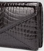 Clutch aus glänzendem Krokodilleder Nero