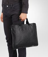BRIEFCASE IN NERO CALF, INTRECCIATO DETAILS
