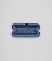 STRETCH KNOT CLUTCH AUS INTRECCIO FAILLE MOIRE IN ELECTRIQUE