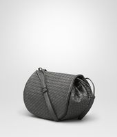 MESSENGER-TASCHE AUS INTRECCIATO NAPPA IN NEW LIGHT GREY