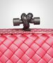 BOTTEGA VENETA KNOT CLUTCH IN ROSA SHOCK INTRECCIO IMPERO, AYERS DETAILS Clutch D ep