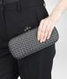 BOTTEGA VENETA STRETCH KNOT CLUTCH AUS INTRECCIO FAILLE MOIRE IN MEDIUM GREY Clutch D ap