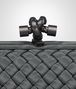 BOTTEGA VENETA STRETCH KNOT CLUTCH AUS INTRECCIO FAILLE MOIRE IN MEDIUM GREY Clutch D ep