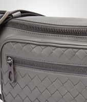 GÜRTELTASCHE AUS LEICHTEM KALBSLEDER NEW LIGHT GREY