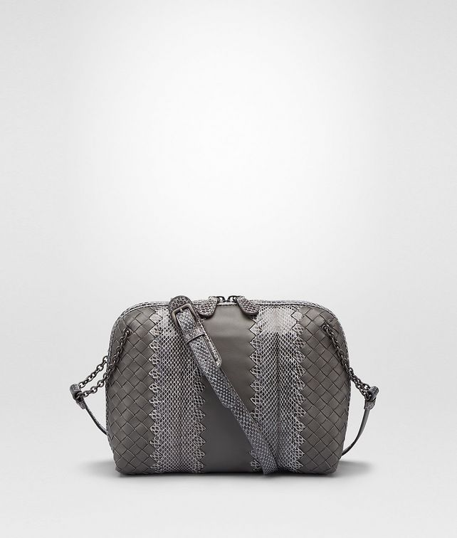 MESSENGER-TASCHE AUS NAPPA UND AYERS IN NEW LIGHT GREY
