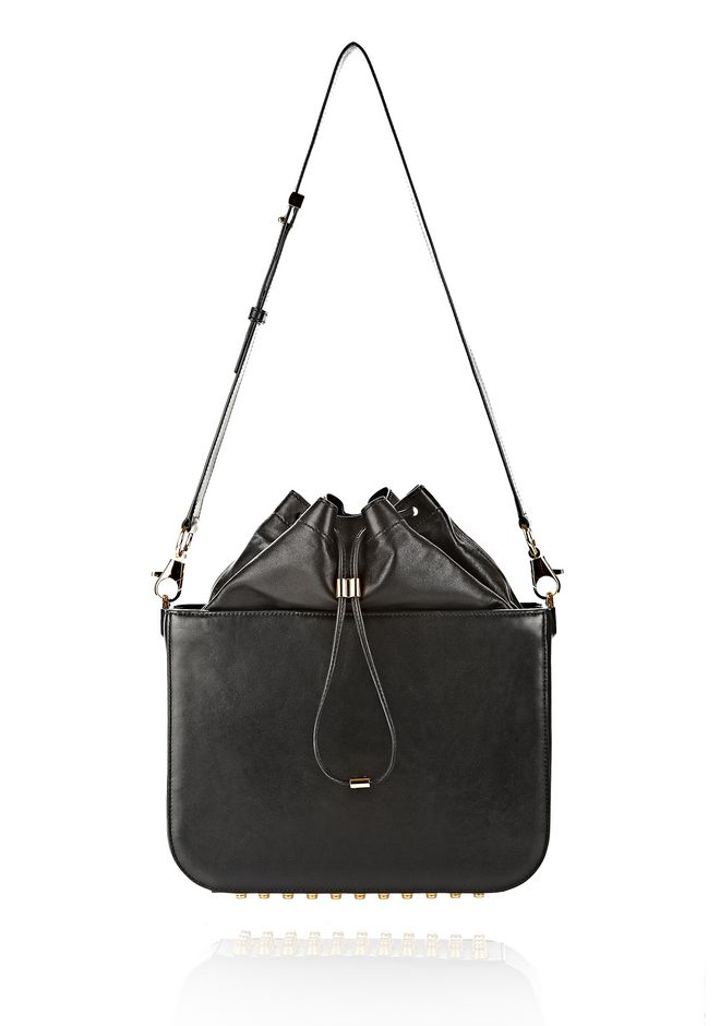FLAT BUCKET BAG IN BLACK WITH YELLOW GOLD
