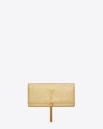 Klassische Monogram Saint Laurent Clutch aus goldenem geprägtem Metallic-Leder mit Schlangenhauteffekt und Quaste