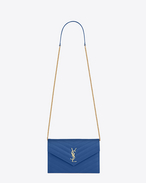 PORTAFOGLI MONOGRAM SAINT LAURENT Envelope CON CATENA blu royal IN PELLE MATELASSÉ A TEXTURE GRAIN DE POUDRE