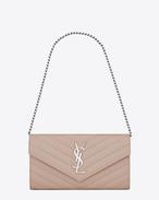 Petit portefeuille avec chaîne MONOGRAMME SAINT LAURENT en cuir texturé grain-de-poudre matelassé rose poudré