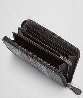 ZIP AROUND WALLET IN NERO STINGRAY