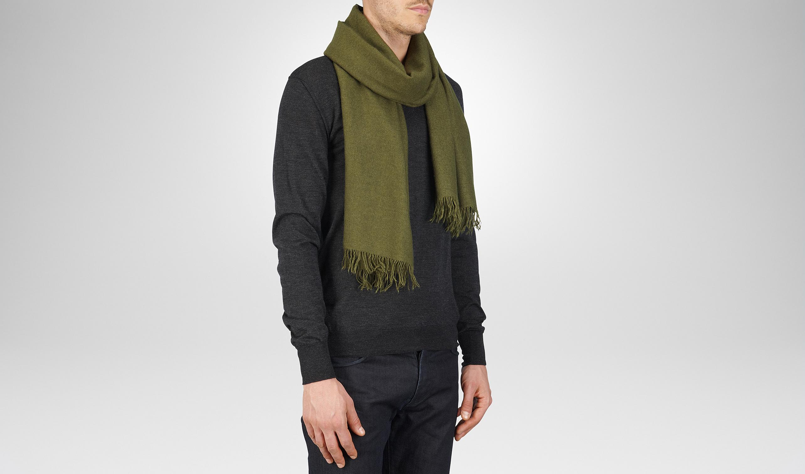 橄榄绿羊绒真丝围巾
