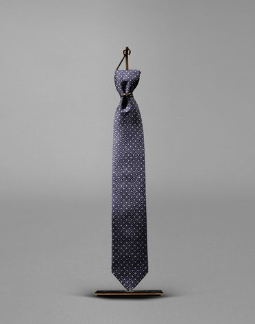 TIE WITH MEDALLION MOTIF
