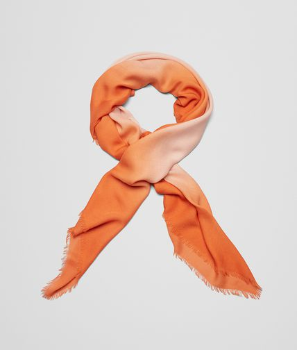 SCARF IN POWDER ORANGE WOOL