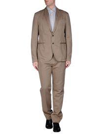RODA - Suits