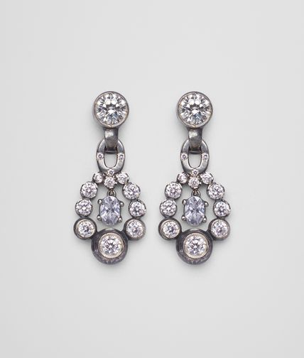 天然色银质和宝石耳环