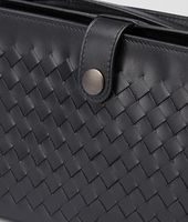 MULTI-FUNCTIONAL CASE IN NERO CALF, INTRECCIATO DETAILS