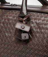 Mittelgroße Reisetasche aus VN-Leder Intrecciato Ebano