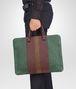 BOTTEGA VENETA BUSINESS BAG EMERALD GREEN, AUBERGINE ED EDOARDO IN INTRECCIATO CLUB FUMÉ Borsa Business U ap