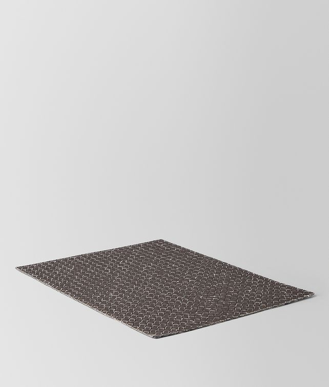 BOTTEGA VENETA PLACEMAT IN CARBONE INTRECCIATO LINEN Desk accessory E fp