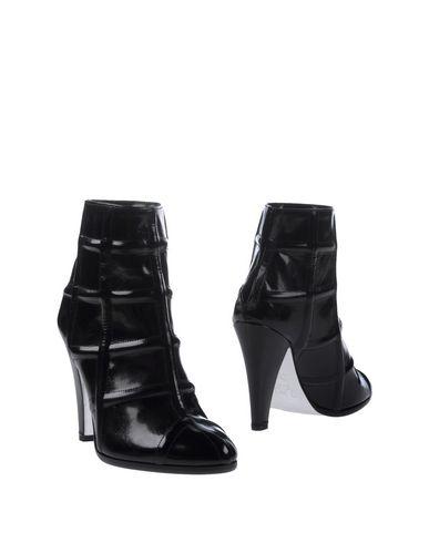 Фото - Полусапоги и высокие ботинки от RODOLPHE MENUDIER черного цвета