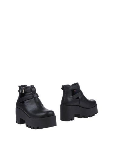 Фото - Полусапоги и высокие ботинки от LIPSTIK черного цвета