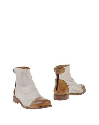 Фото - Полусапоги и высокие ботинки от MR. WOLF бежевого цвета