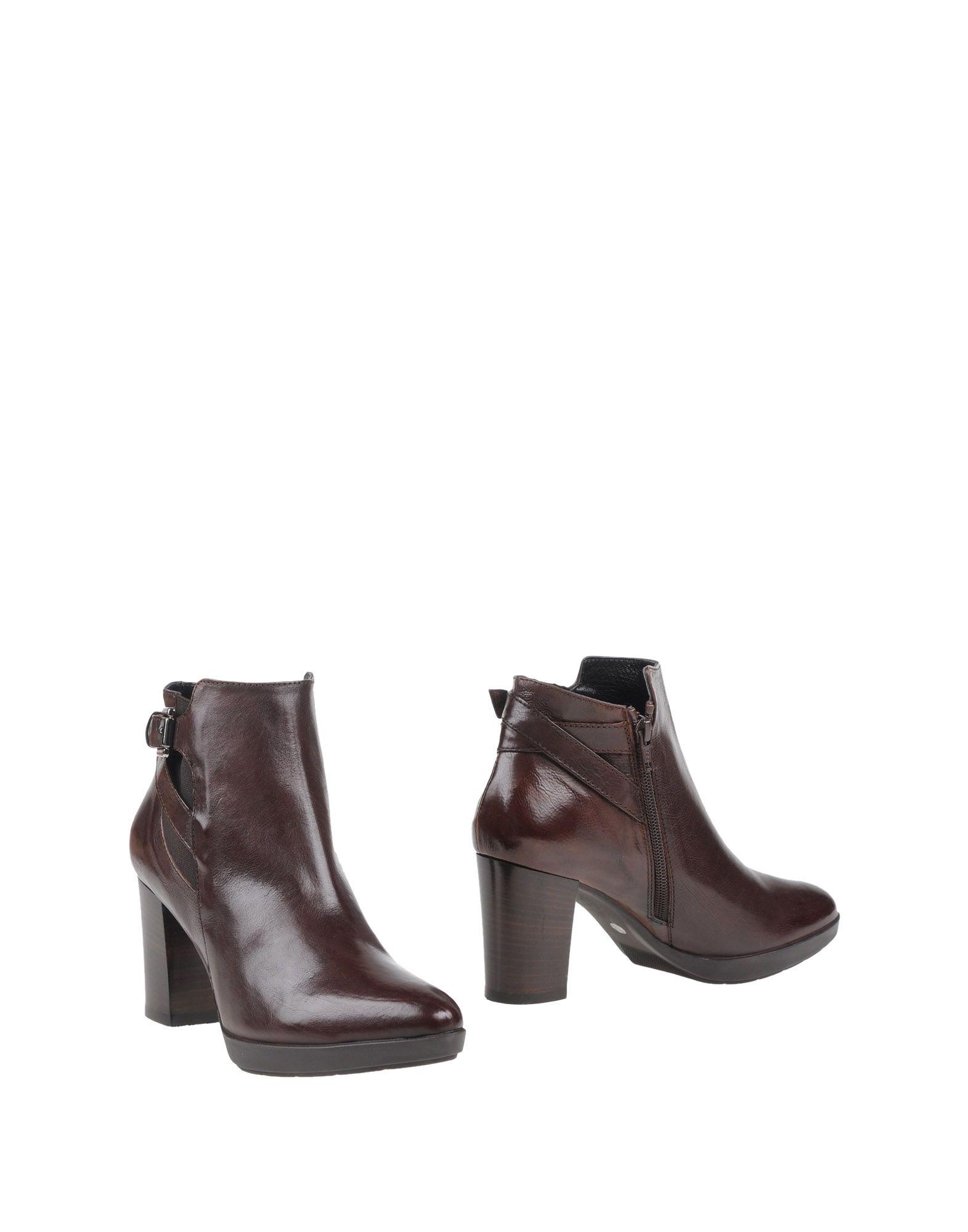 купить V ITALIA Полусапоги и высокие ботинки дешево