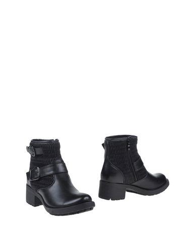 Полусапоги и высокие ботинки от STELLABERG