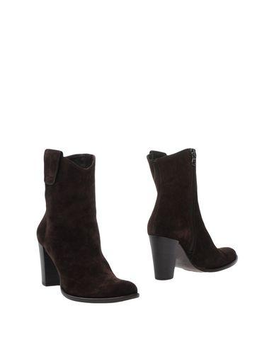 Фото - Полусапоги и высокие ботинки от ANTON MODE темно-коричневого цвета