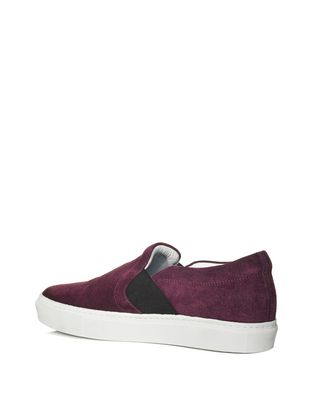 AUBERGINE SLIP-ON WITH EMBOSSED LOGO