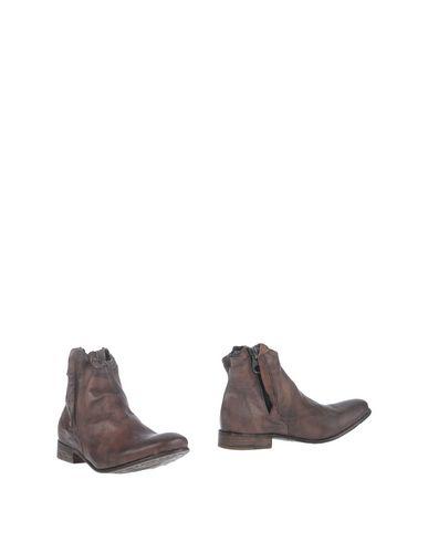 Полусапоги и высокие ботинки от NYLO