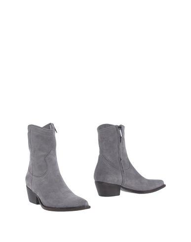 цена  LUCA VALENTINI Полусапоги и высокие ботинки  онлайн в 2017 году