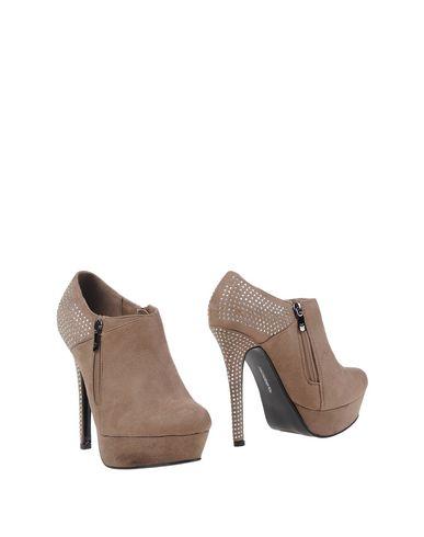 Фото - Женские ботинки и полуботинки MISS ROBERTA цвета хаки
