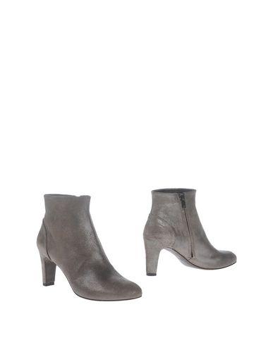 Полусапоги и высокие ботинки от ROBERTO DEL CARLO