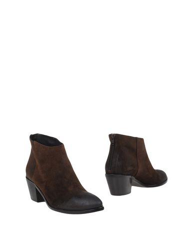 Полусапоги и высокие ботинки от DÉNOUÉE