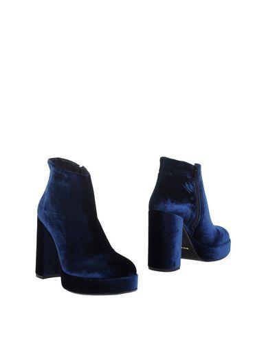 Полусапоги и высокие ботинки от GEORGE J. LOVE